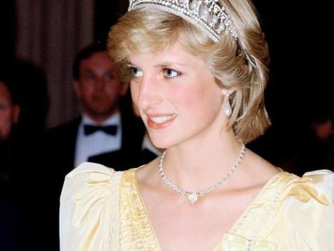 """一条裙子300万,戴安娜王妃才是全世界""""最会穿""""的女人"""