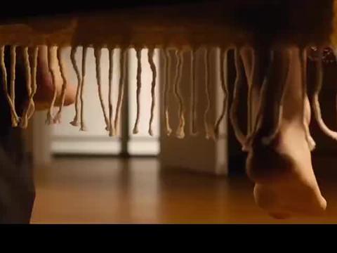 男子藏在初恋床下,目睹她被丈夫折磨,日本电影《我在你床下》