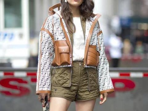 """今年流行一种穿法,叫""""绗缝棉服+靴子"""",保暖不显臃肿,真美"""