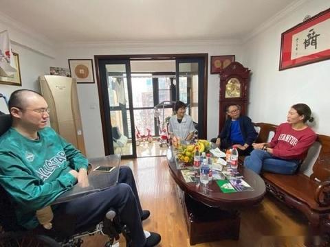 汤淼瘫痪13年,试管女儿已经3岁,郎平带现任丈夫和女儿前去探望