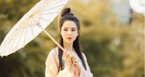 当小龙女李若彤穿上汉服时,他会回到那个时代