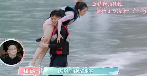"""徐璐意外露出""""泳裤边"""",忘了摄影师镜头,张铭恩机智救场"""