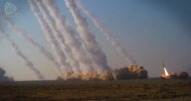 """伊朗为拜登就职""""献礼"""",数十枚弹道导弹直冲云霄,威慑特朗普"""