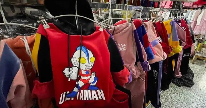 """南宁市场上童装安全隐患不少,专家建议:选购童装要""""一看二闻三摸"""""""