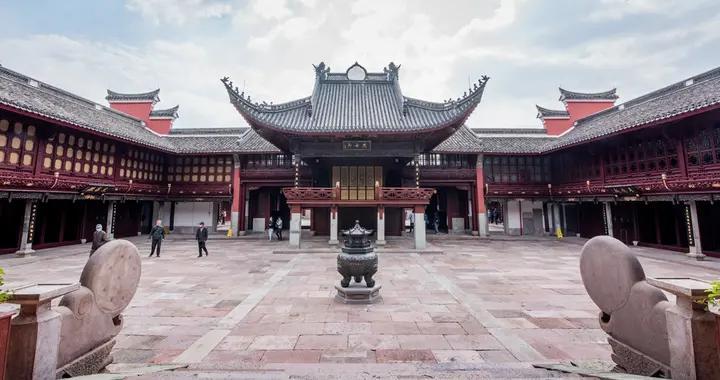 宁波千年古庙,供奉的城隍老爷曾假冒刘邦,被项羽用火刑处决