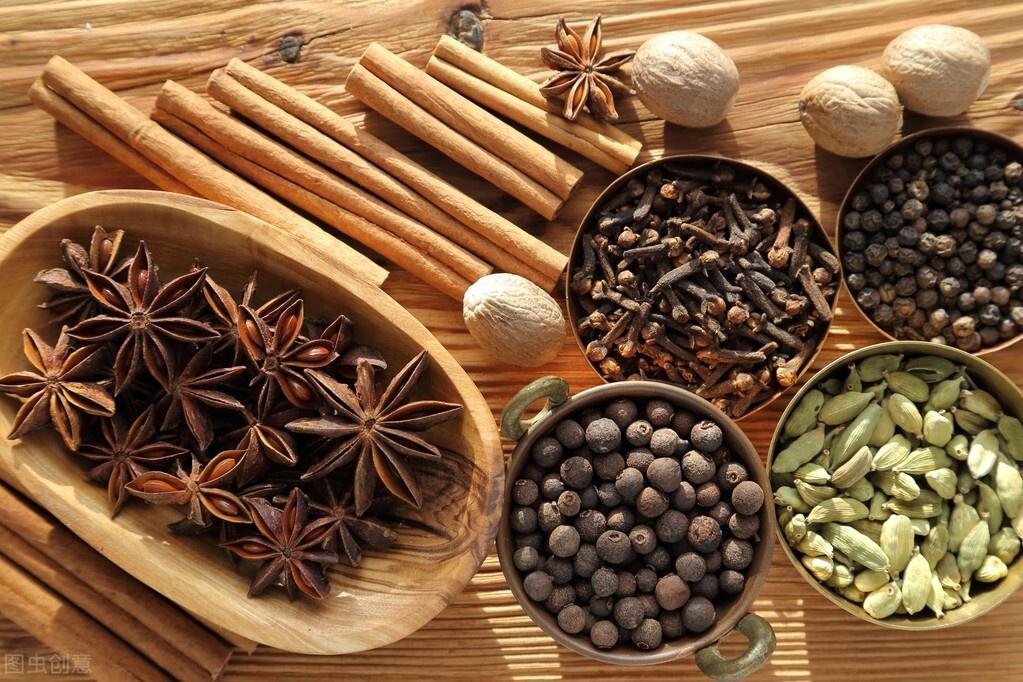 老厨师教你卤鸭掌的家常做法,味道鲜香,做法简单新手一次成功