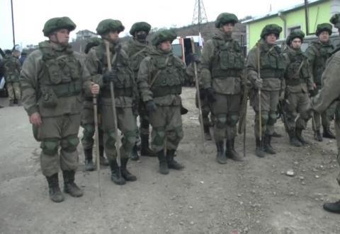 地雷无情,人有情!俄军派工兵进入纳卡地区,让爆炸物再无处可藏