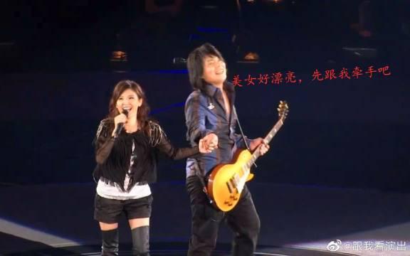 伍佰&苏慧伦《lemon tree》《被动》演唱会经典版,奇妙的搭配……