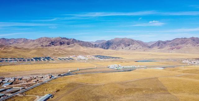 甘南这片草原是格萨尔王赛马称王的地方,如今已是著名的旅游景点