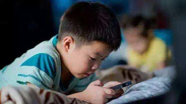初中生沉迷手机?聪明家长都这样做,简单有效!