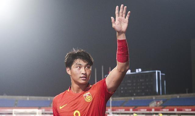 吴曦勇夺金球奖,武磊落榜同时遭西班牙媒体批评:他看上去很迷茫