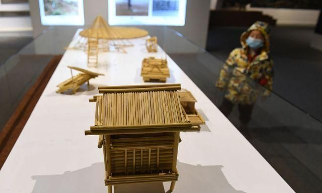 贵州仁怀:高粱秸秆工艺品亮相,市民观看体验了解农耕文化!