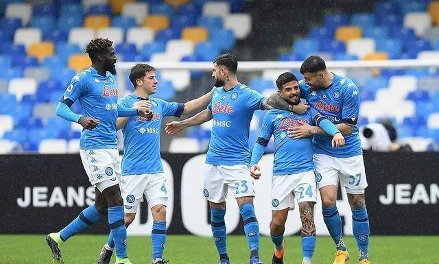 那不勒斯6:0狂胜佛罗伦萨创纪录,前场球员均有斩获!