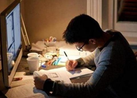 初中生作业太多写不完,是熬夜写还是起早写,听听老师怎么说