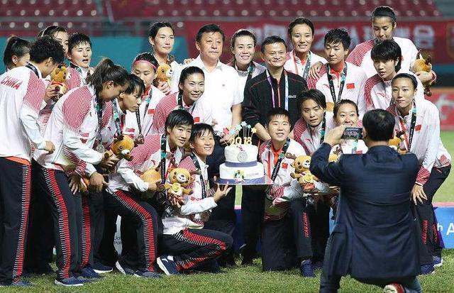 马云:做中国女足一辈子粉丝,中国男足11人踢的像110个人!