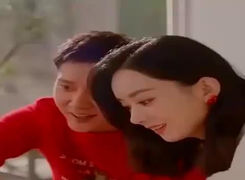 """刘嘉玲冯绍峰公开""""亲吻"""",是真的不把赵丽颖当回事?"""