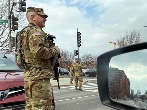 拜登就职典礼将至华盛顿如临大敌:2.5万重兵部署