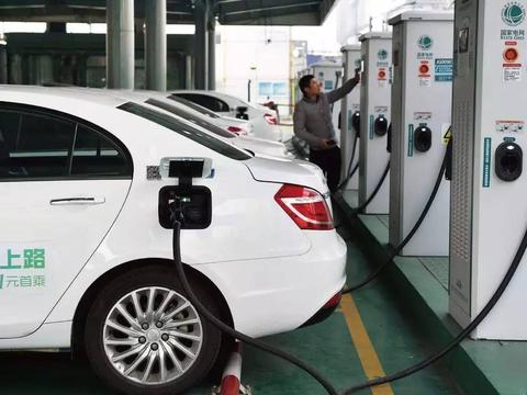 去年我国新能源汽车产销创新高,销量增幅达10.9%