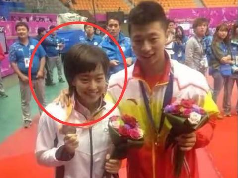 日本女乒队员石川佳纯是马龙的小迷妹,多次公开赞美,特别崇拜