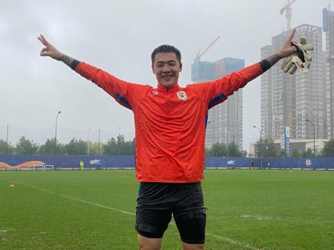 山东鲁能泰山足球队门将王大雷的微博取消了微博认证信息