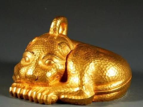农民挖出20斤汉代金兽,同村人跑来瓜分,上交博物馆后获万元奖励