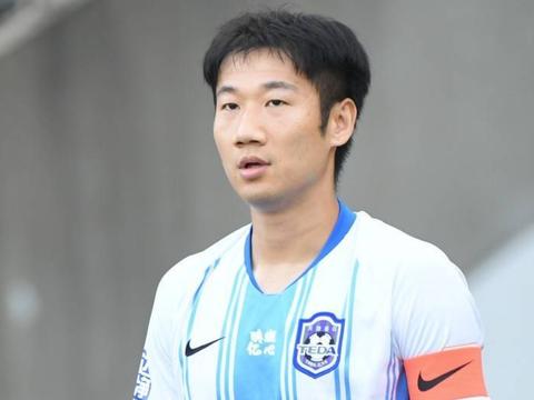 媒体表示:中超球员荣昊的下一站将会是广州恒大足球俱乐部