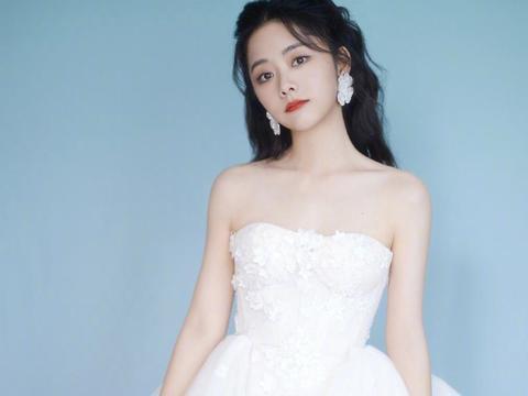 谭松韵的娃娃脸太有优势,穿粉色礼服甜美梦幻,娇俏可爱哪像30岁