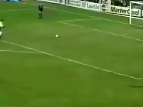 终于看见卡洛斯踢点球了,点球当40米的任意球踢