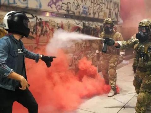 """美国波特兰市长反悔了:痛批""""起义军""""暴动,要制止街头混乱局面"""