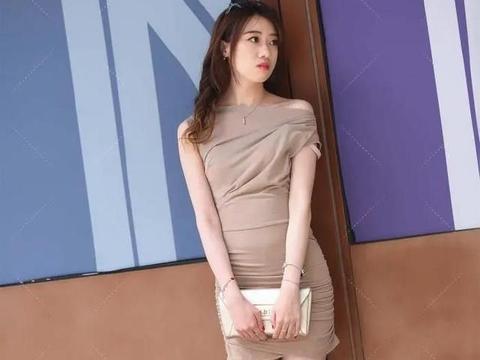普通款式的包臀裙,经过细节处理后,同样可以展现高贵优雅的一面