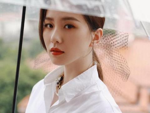刘诗诗状态依然在线,能轻松驾驭民族风格,展现女性朴素魅力