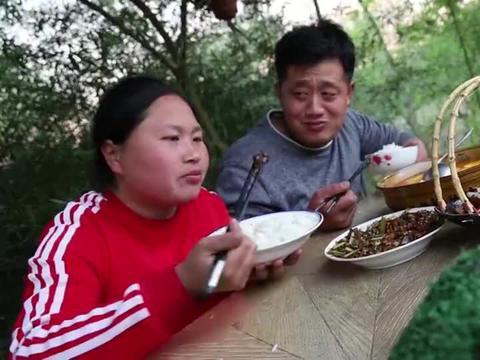 胖妹做的红烧肥肠又香又辣,拌饭吃差点就吃撑了