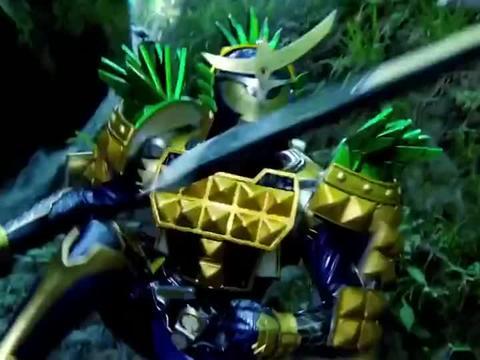 假面骑士:巴隆太聪明了,在冥界森林摘果实锁种,而铠武却在挨打