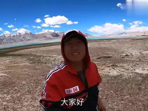 三小伙自驾西藏全部陷车在湖边,贵阳网友开吉利SUV前来救援