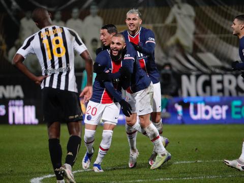 法甲巴黎1-0暂登榜首 伊卡尔迪替补助攻库尔萨瓦破门