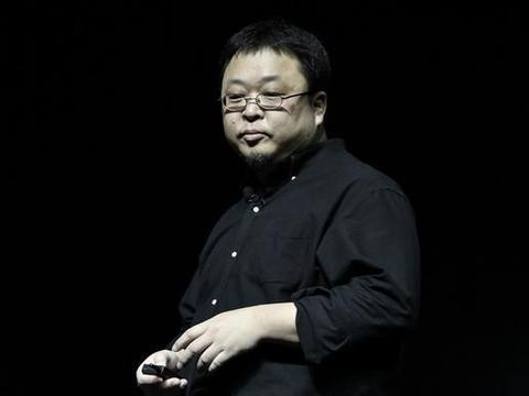 坚果手机停止研发,罗永浩带货小米11,网友:龙哥回来做手机吧