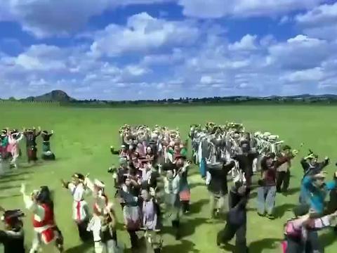 新还珠:萧剑晴儿在草原举办婚礼,小燕子斑鸠纷纷献唱,场面壮观