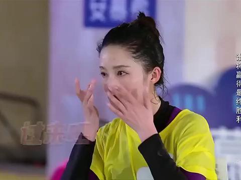 综艺:陈赫刚游出水面,谁料被蔡卓妍一脚踢回去,李沁一脸心疼