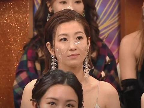 TVB真敢玩,让已婚男和绯闻对象同台领奖,原配台下表情耐人寻味