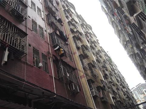 在深圳城中村租了两年握手楼,房东真心黑,又涨租金又扣押金