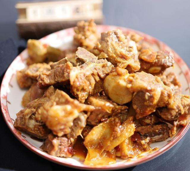 排骨焖芋头,排骨入味,芋头软糯