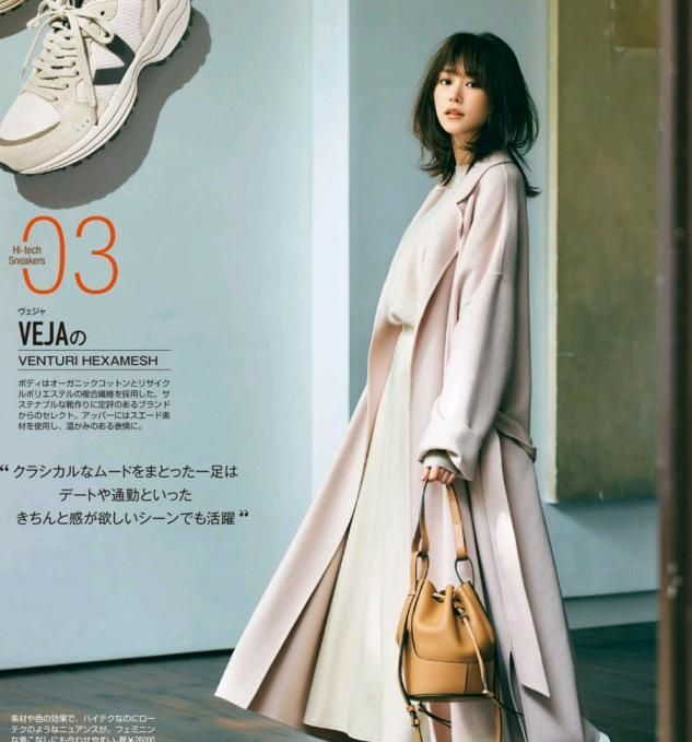三四十岁的女人过年建议多穿裙子,配厚外套优雅保暖,太显气质!