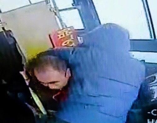 公交司机遭乘客持水杯砸头缝20针,对方家属至今未道歉
