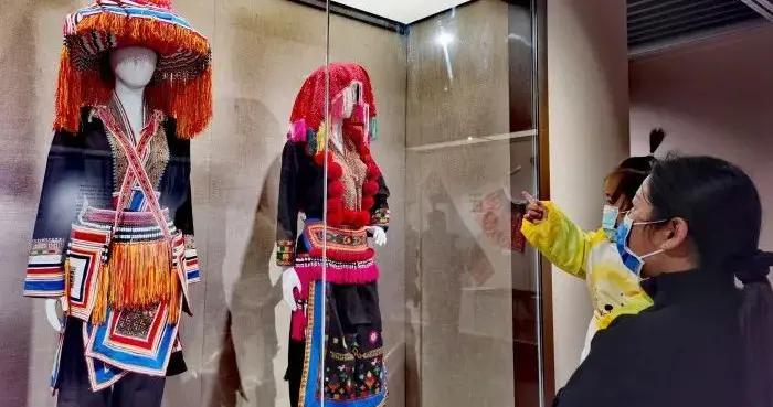 瑶族传统服饰有多美?到玉林市博物馆看一看吧