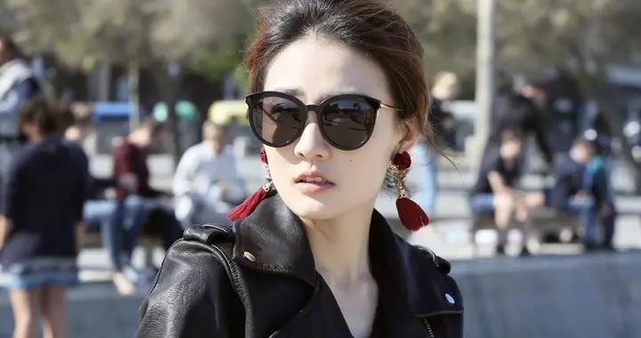 徐璐衣服品味在线,穿黑色皮衣配半身裙简约又洋气,美出新高度
