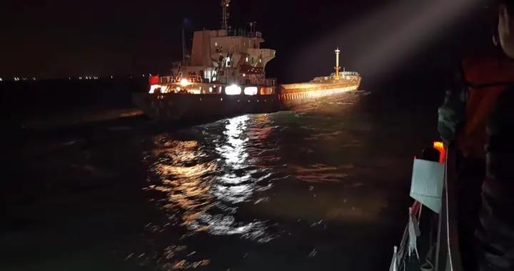 海南海警连续查获4艘非法运输海砂船舶