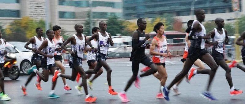 """黑人""""买手"""":马拉松的隐秘角落"""