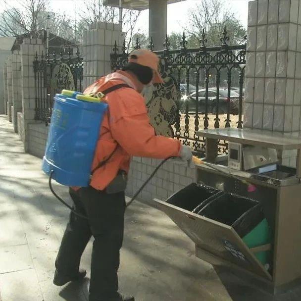 """《城管时间》关注: 严寒中坚守岗位的武汉城管""""道路养护人"""""""