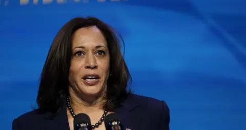 美媒:美国当选副总统哈里斯将辞去参议员职务