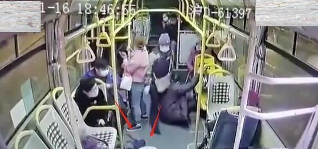 上海一公交车急刹车,女乘客被甩飞2远,送到医院后不治身亡